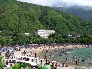 Les plages bondées de Macuto